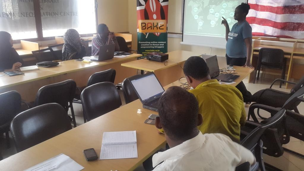 Jukumu Letu Training on blogging and social media in Mombasa conducting by BAKE