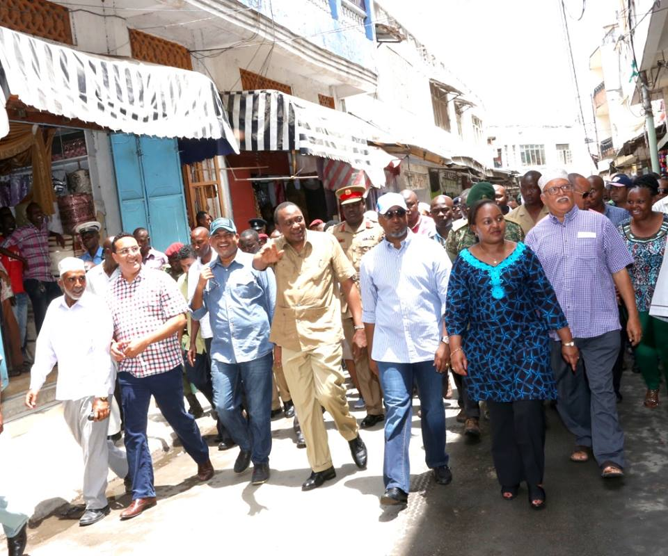 Governor Joho and other Mombasa leaders walk with  President Kenyatta through the streets of old town. (facebook.com/myuhurukenyatta)