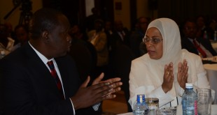 Mariamu el Maawy (R) with former Lands acting CS Dr. Fred Matiang'i. The Ombudsman wants Maawy relieved of her duties. [Photo: mygov.go.ke]