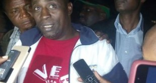Elijah Kinyanjui speaking to journalists after his release.